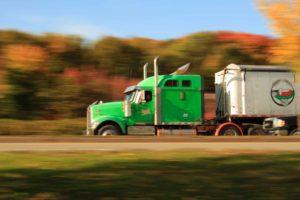 ¿Por qué son tan peligrosos los accidentes de camiones en la carretera interestatal?